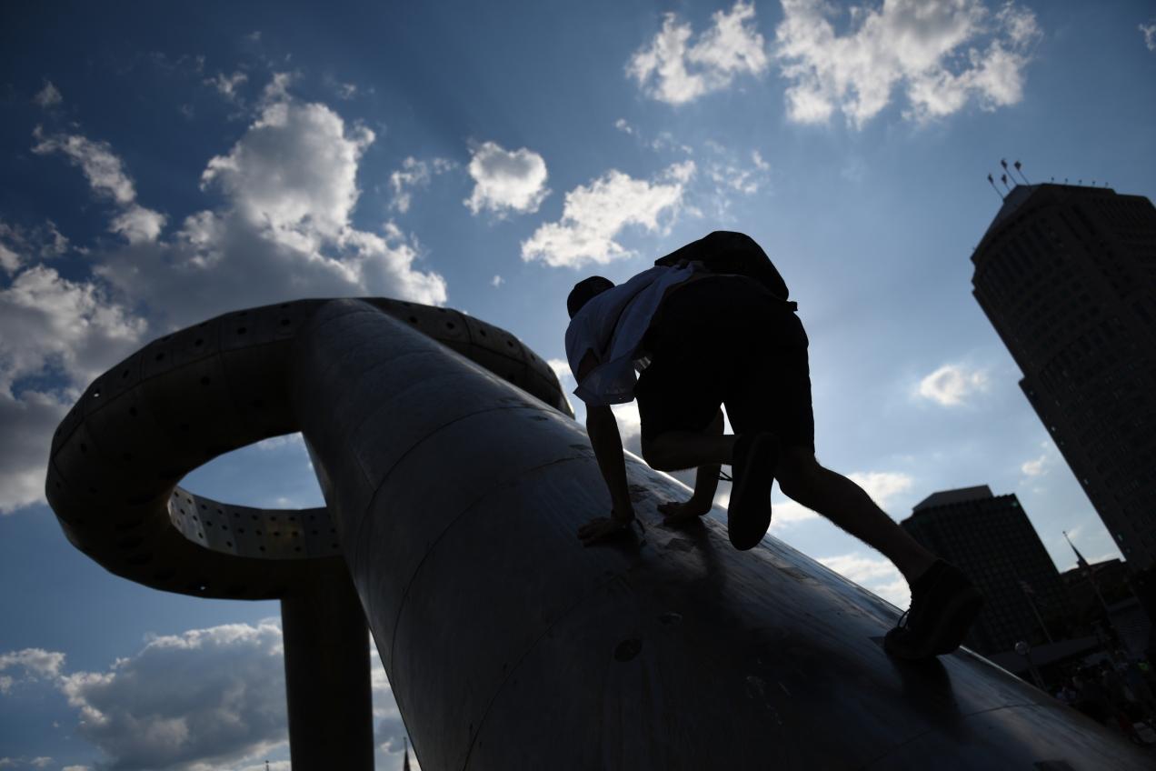 ftsg_3134003621_urban-climbing_01